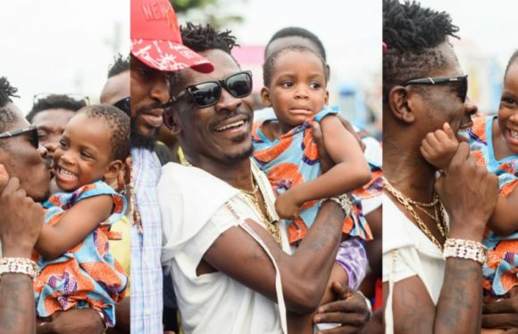 (Photos): She was crying to see Shatta Wale today, and when she finally did…