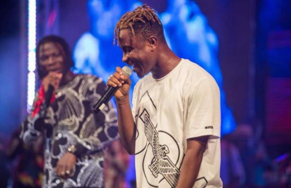 Stonebwoy Steals Credibly Signed Kelvyn Boy From FK Records | Owned By UK's FrenchKiss DJ{photos and video of the contract}