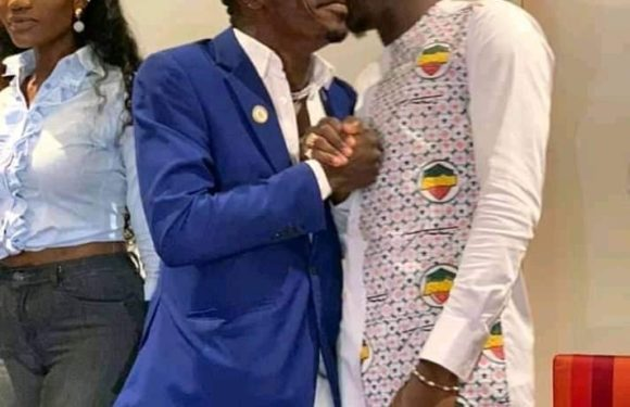 Shatta Wale Gives Stonebwoy A Peck At Peace Conference