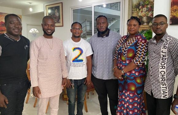 Yaw Berk together with his mum and others begs Kaywa for forgiveness